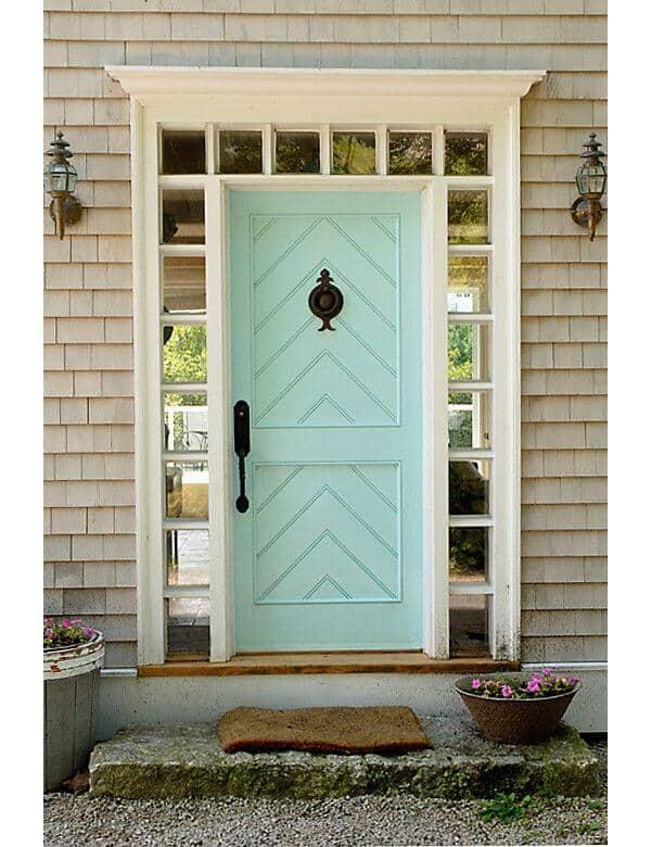 דלת כניסה לבית בגוון פסטל