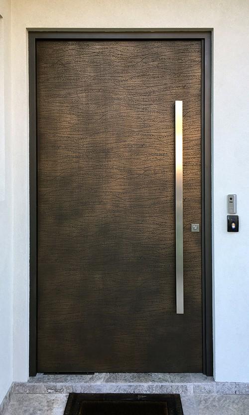 דלת חוץ בחיפוי ברונזה
