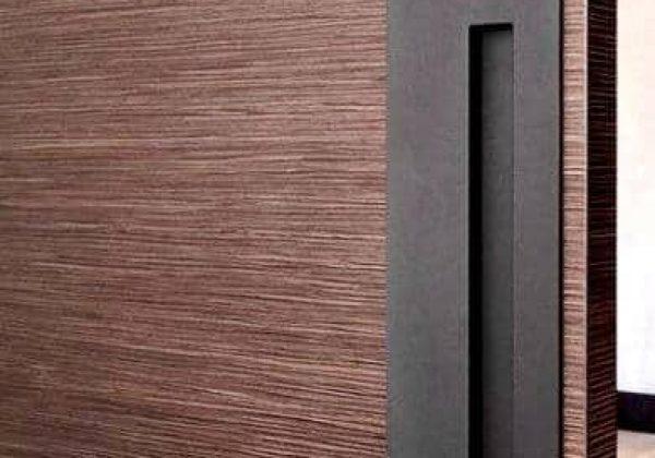 דלת חוץ במראה דמוי בטון המשלב עץ