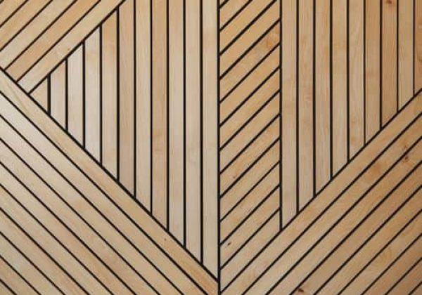 אלמנטים של עץ בדלתות כניסה בעיצוב כפרי