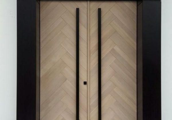 """דלת דו כנפית בציפוי אלון לבן במבנה """"פישבון"""""""