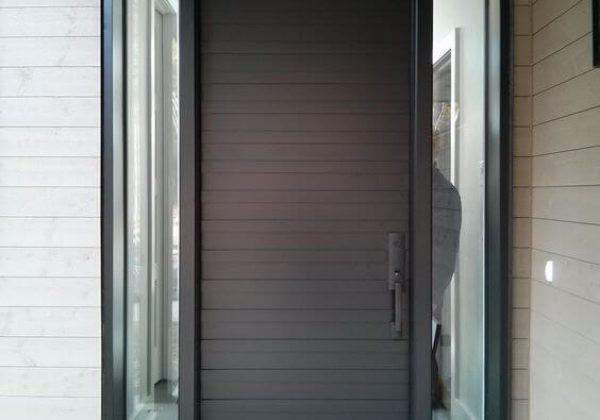 דלת כניסה גבוהה בגוון וונגה עמוק