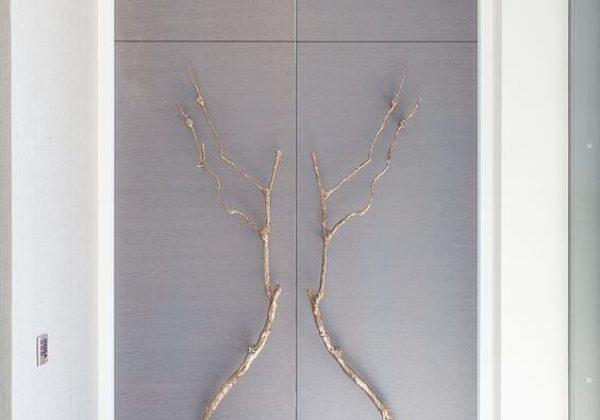 שימוש במעצב חיצוני בבחירת דלת כניסה לבית