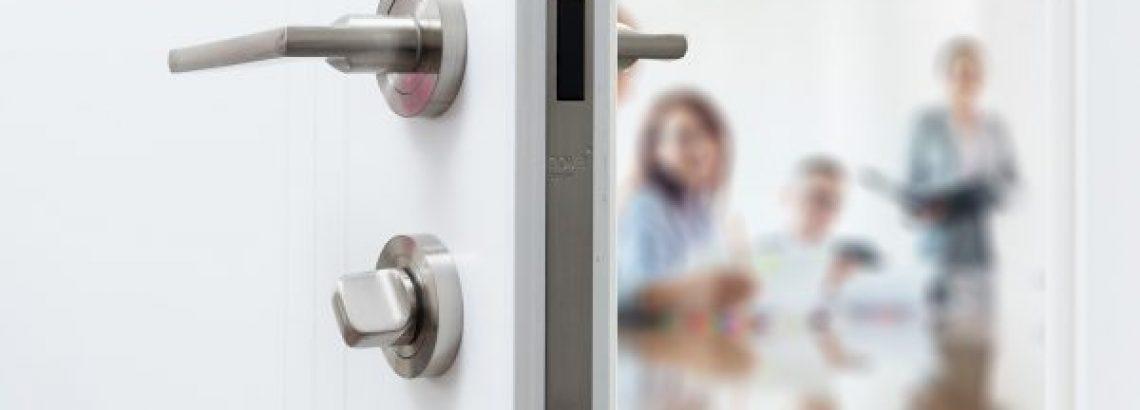 דלתות פנים מבודדות רעש – חידוש מרעיש לעסקים ומשרדים