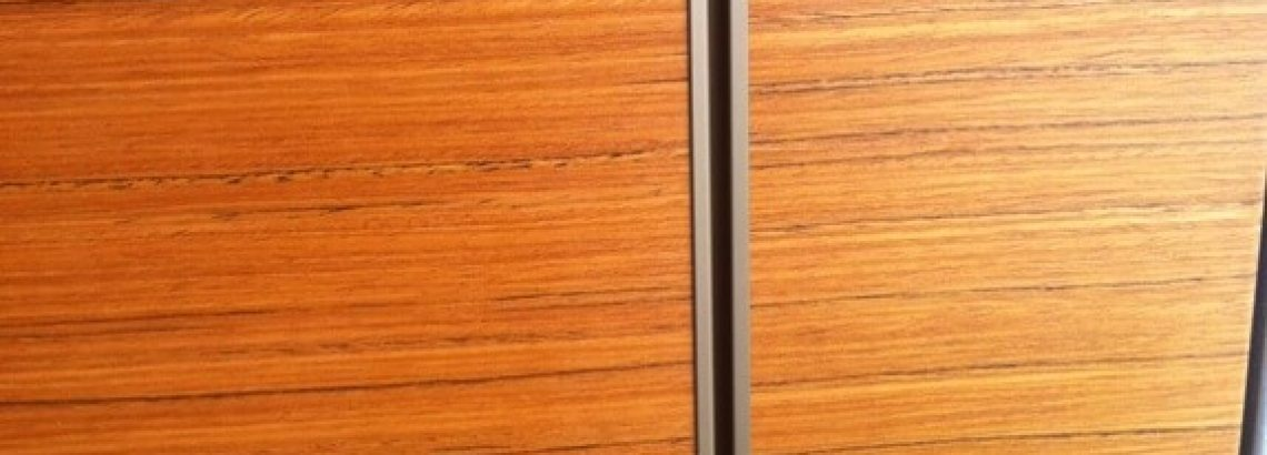 דלתות קו אפס חיפויי קירות מעץ ודלתות כניסה מעוצבות