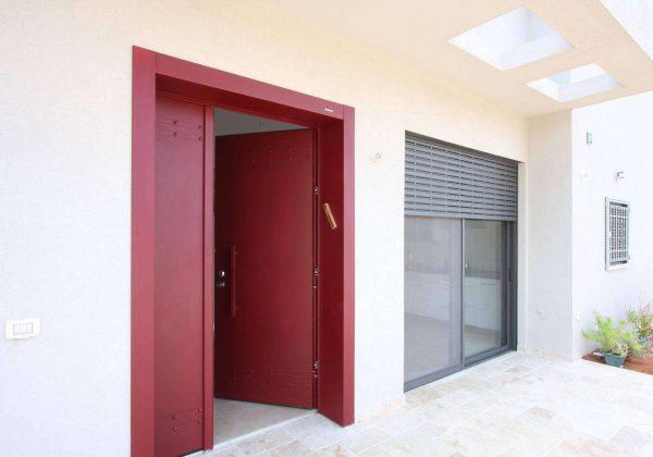 דלתות כניסה – בריחים בורחים בקלות